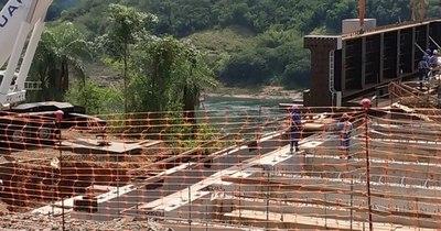 La Nación / Abdo y Bolsonaro se reunirán mañana en Foz y visitarán obras para el Puente de Integración