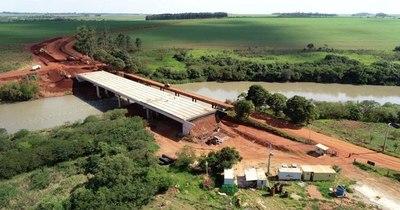 La Nación / Construcción de puente sobre el río Monday registra casi 90% de avance