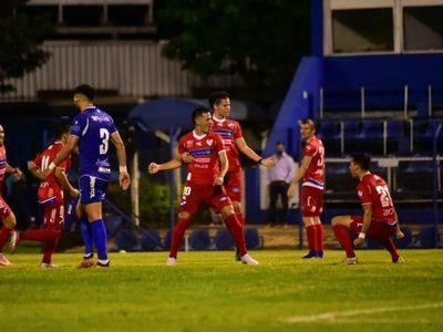 Nacional remonta en Villa Elisa y trepa en la tabla
