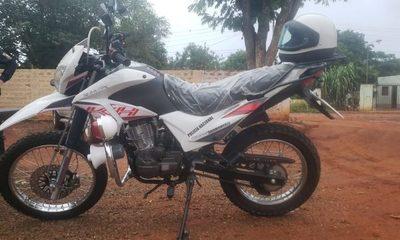 Subcomisaría de Minga recibe motocicleta