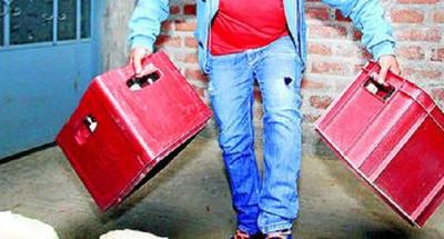 Delincuentes robaron cajas de cervezas de un comercio