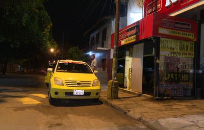 Taxista fue asaltado en su parada