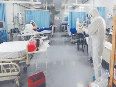 Políticos piden camas, pero hospitales están colapsados