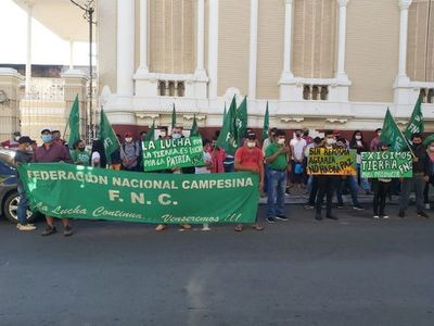 """""""Sintierras"""" protestan en Asunción y piden al Indert una política de distribución de tierras"""