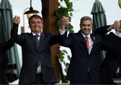 """Bolsonaro y Abdo Benítez mantienen un encuentro con """"agenda abierta"""""""