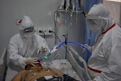 """Viceministro de Salud: hay 609 camas de terapia y """"es lo máximo que podemos ofrecer"""""""