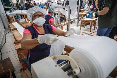 1.200.000 batas ya vendieron confeccionistas al Ministerio de Salud