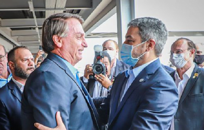 Marito llega a Foz y es recibido con un abrazo de Bolsonaro