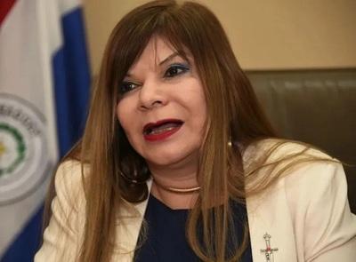 Políticos y periodistas solicitan cama para pacientes, según directora de hospital