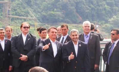 Sin tapabocas, Bolsonaro y Mario Abdo se reúnen en Foz do Iguaçu