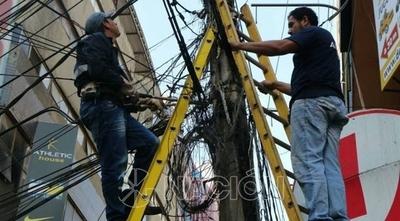 HOY / Maraña de cables: Piden informes a la ANDE sobre empresas que alquilan columnas