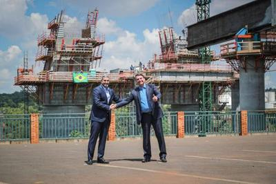Mario Abdo y Bolsonaro verificaron avances en las obras del Puente de la Integración