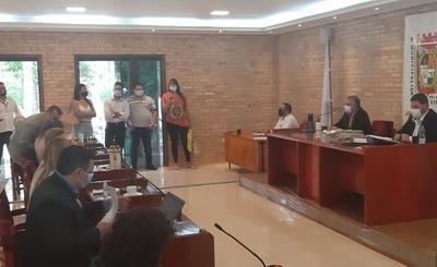 En el km 8, 5 Monday denuncian falta de calles y delitos ambientales