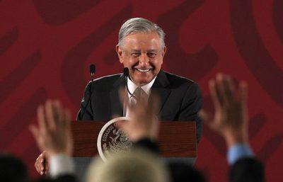Dos años de López Obrador en México con muchos madrugones y pocos resultados