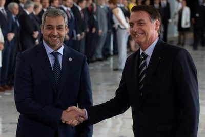 """Bolsonaro celebra con Abdo Benítez el """"casamiento"""" entre Brasil y Paraguay"""