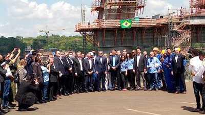 Abdo y Bolsonaro, encuentro en Foz: el puente, agenda abierta y sin tapabocas