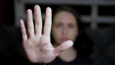 Violencia contra la mujer: denuncias son anónimas y pueden hacerse hasta por mensaje de texto