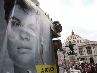 A 30 años del revolucionario disco en Bellas Artes, Juan Gabriel vive