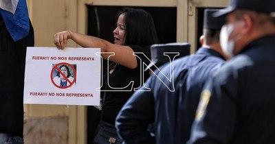 La Nación / Piden la destitución de la ministra de la Niñez