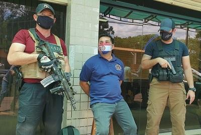 Capturan a hombre acusado de proveer armas al Comando Vermelho