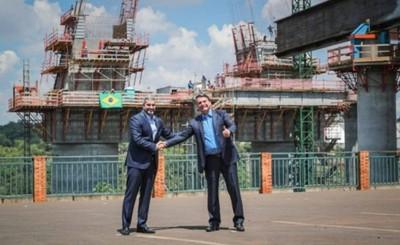Sin tapabocas, Bolsonaro y Mario Abdo se reúnen en Foz