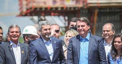 La Nación / En encuentro con Abdo, Bolsonaro pidió vecinos fuertes que puedan sumar con Brasil