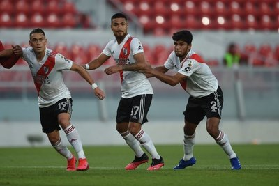 Rojas, otra vez figura en un River que clasificó a los cuartos de Copa