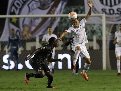 Santos pierde en casa ante Liga de Quito pero avanza a cuartos de final