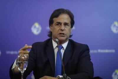 Lacalle Pou descartó suspender las clases en Uruguay y anunció el cierre de bares a la medianoche