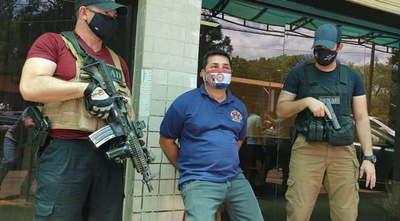 CDE: detienen a funcionario municipal que proveía armas al Comando Vermelho