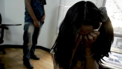 Condenan a 20 años de cárcel a depravado que abusó sexualmente de su hijastra menor