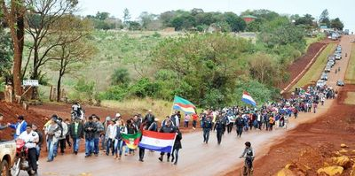 Pobladores de San Rafael del Paraná se trasladan hasta Asunción para denunciar a la intendenta del Municipio