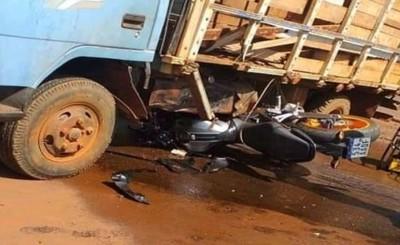 Fatal embestida de motociclista por un camión que transportaba ganado