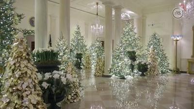 """Gala de Navidad en la Casa Blanca: sin barbijo, apretados y la promesa de Trump de """"nos vemos en 2024"""""""