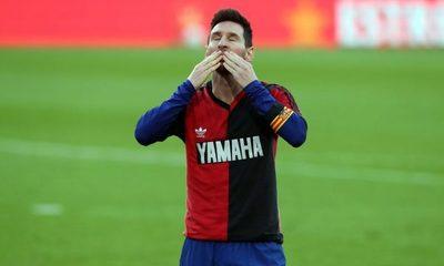 Multan a Messi con 600 euros por su homenaje a Diego Maradona