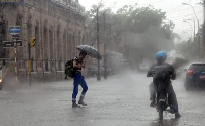 Lluvias con tormentas eléctricas y ráfagas de vientos hasta 100 km/h para esta tarde, anuncia Meteorología
