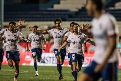 Nacional aguantó la serie y en penales sacó a Independiente del Valle
