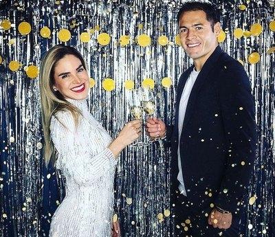 Crónica / Brindis y besos por aniversario de Pablo Aguilar