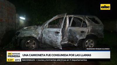 Una camioneta fue consumida por las llamas en Mariano Roque Alonso
