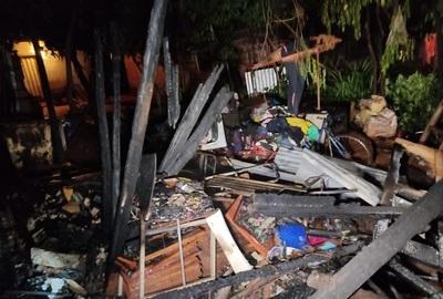 Fuego consume precaria vivienda en Ñemby