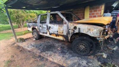 Vivienda se incendia con vehículo adentro en Paso Horqueta