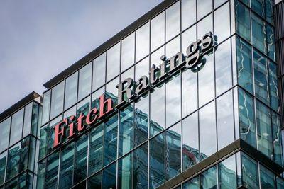 """Fitch ratifica calificación BB+ al riesgo país y considera que la deuda es """"relativamente baja"""""""