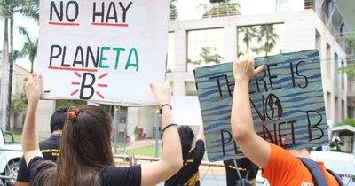 La Nación / Reúnen 12 mil firmas a favor de la ampliación de Ley de Deforestación Cero