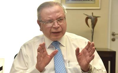 El sistema sanitario está atrasado 30 años en comparación a otros países, señala Antonio Arbo