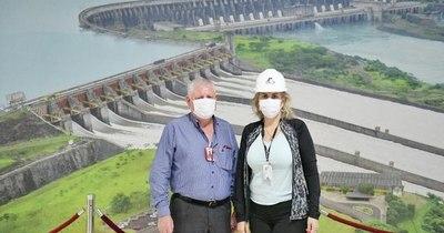La Nación / Liz Cramer hizo su primer recorrido por diversas áreas de Itaipú