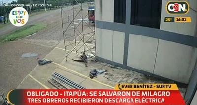 Video muestra cómo tres trabajadores recibieron descarga eléctrica