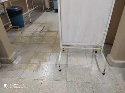 """Goteras en el techo del """"remodelado"""" Hospital distrital de Presidente Franco"""