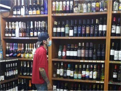 Salud propone retornar a restricciones para la compra de alcohol y límites horarios de circulación