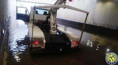 Raudales inundaron superviaducto y causaron caos en rutas y avenidas •