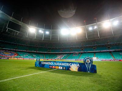 Vélez y Universidad Católica abrirán los cuartos de final de la Sudamericana